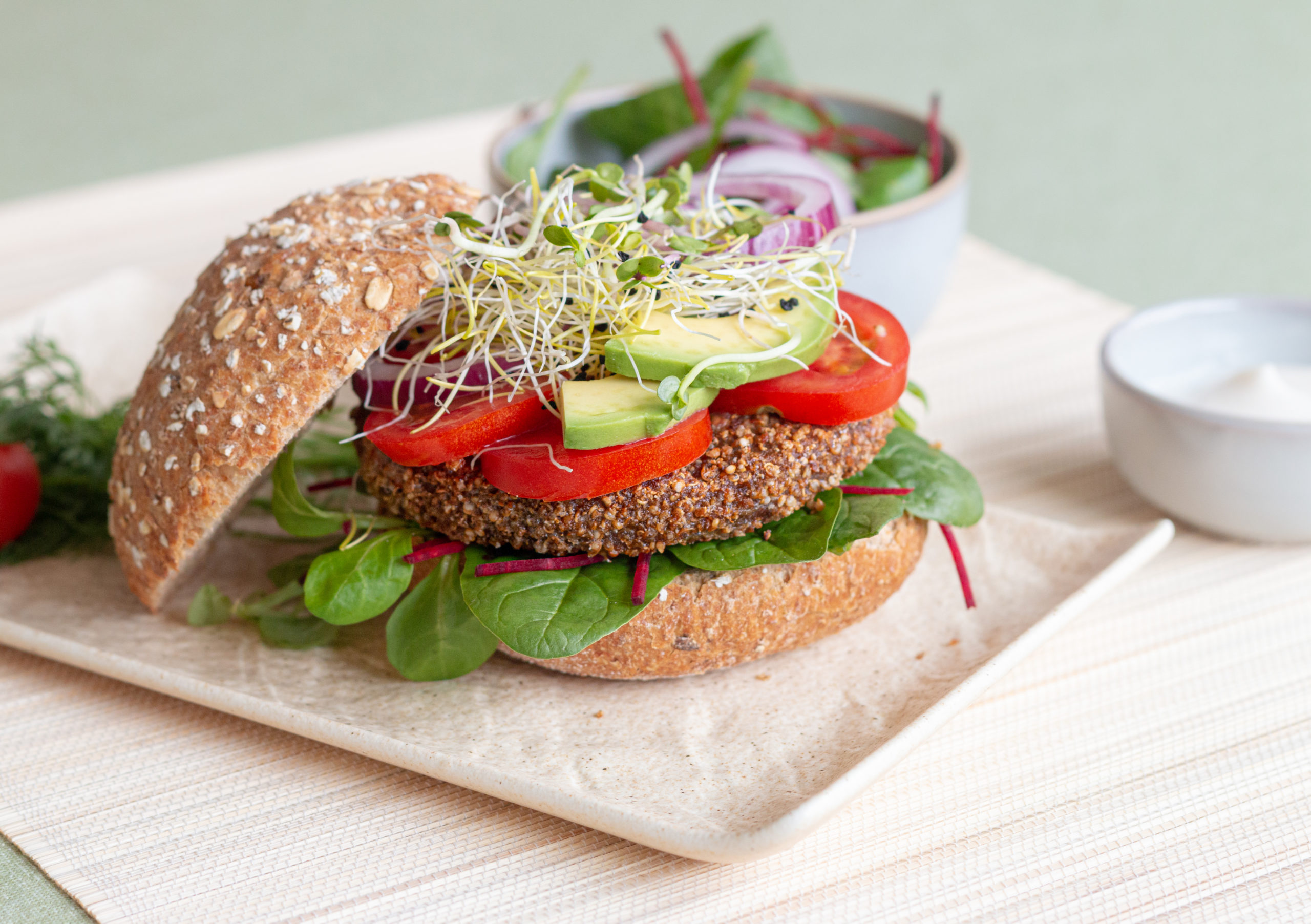 Vegane Burger auf Quinoa-Basis